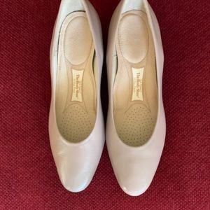 Hush Puppies Taupe Body Shoe - no noticeable wear